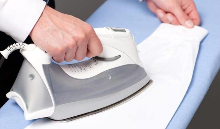 Гладим длинные рукава рубашки