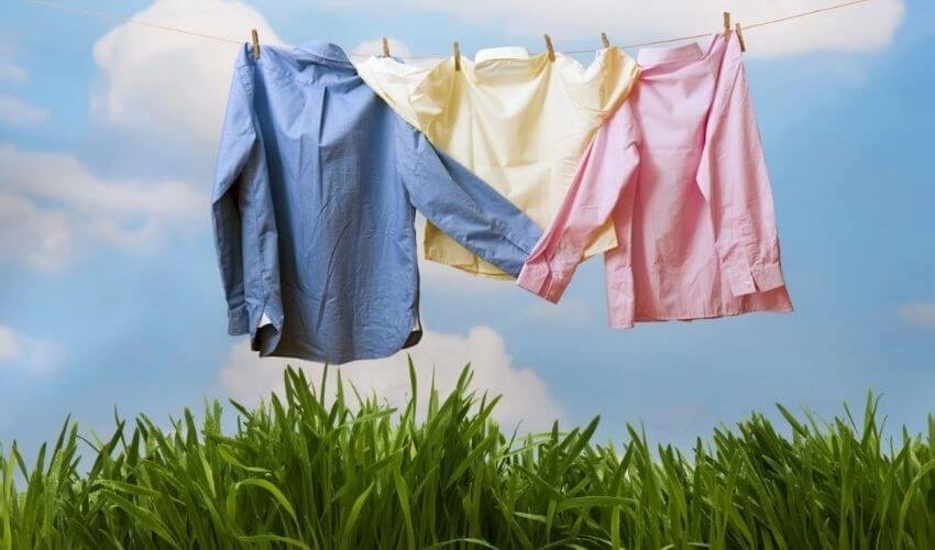 Стиранные рубашки сушат на веревке(1)